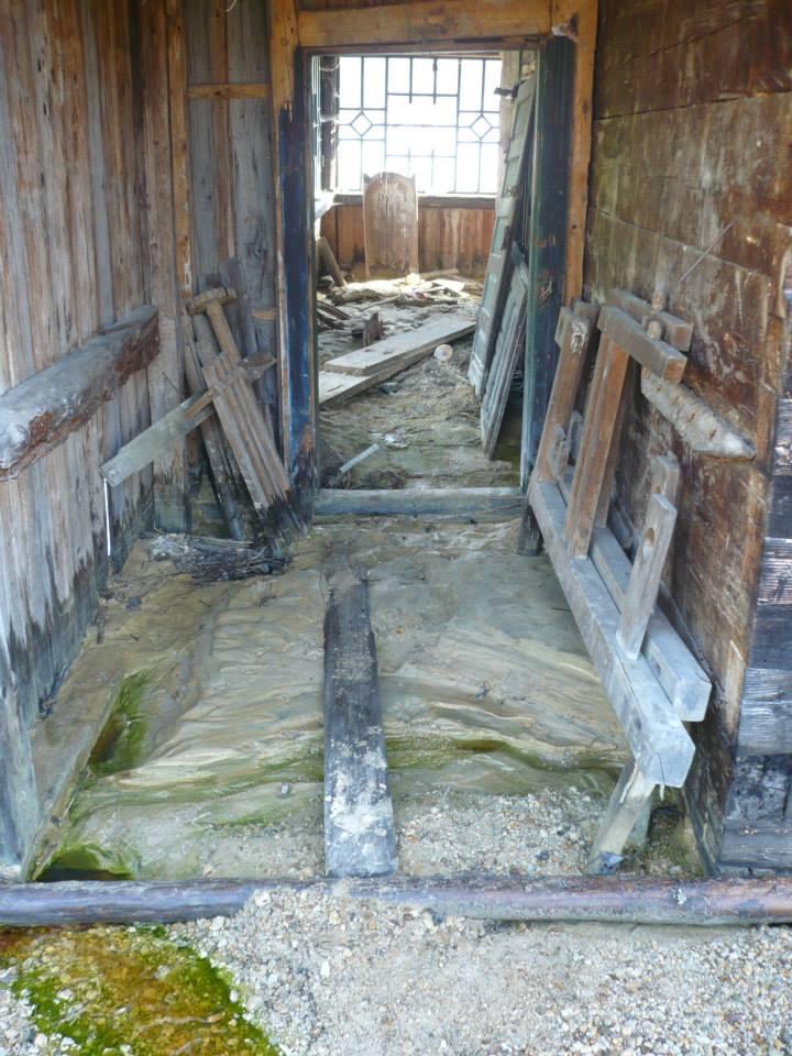 Interior al unei case din iazul Geamăna