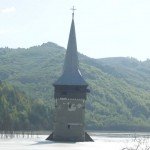 Turla bisericii în iazul de decantare Geamăna