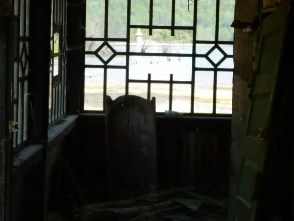 Din casă spre iazul de decantare Geamăna