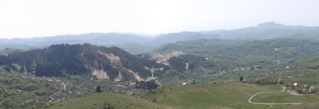 Panoramă asupra Roșiei Montane